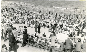 1952: A sunny day led to a busy scene at Aberdeen beach.