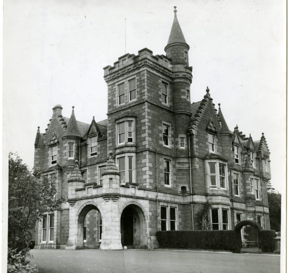 1957: The exterior of Adoe House Hotel, near Aberdeen.  The driveway, Port Cochere and front elevations are visible.