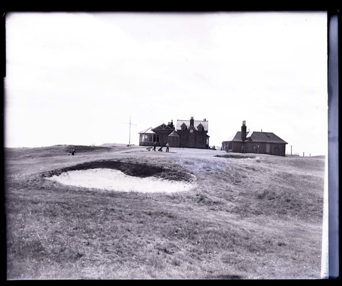 1959: Golfers at the 18th green of the Royal Aberdeen Golf Course, Balgownie, Aberdeen.