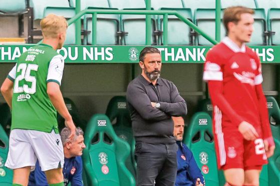 Aberdeen boss Derek McInnes in the dugout during the 1-0 defeat of Hibs.