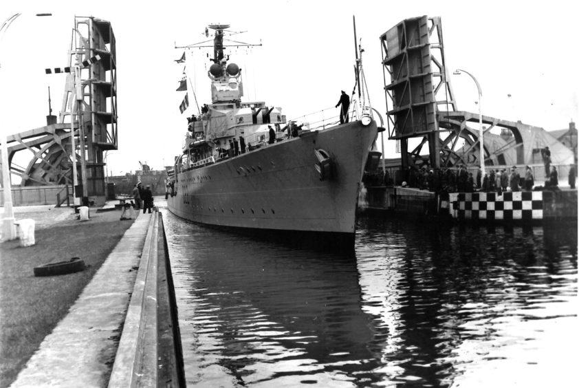 St Clements bridge with British Destroyer Aisne passing through, 1959