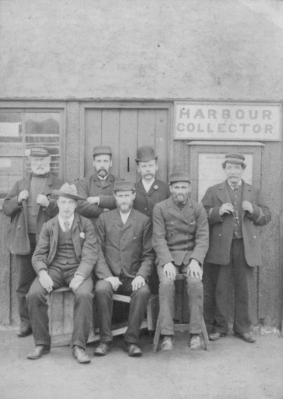 Harbour workers, c.1892