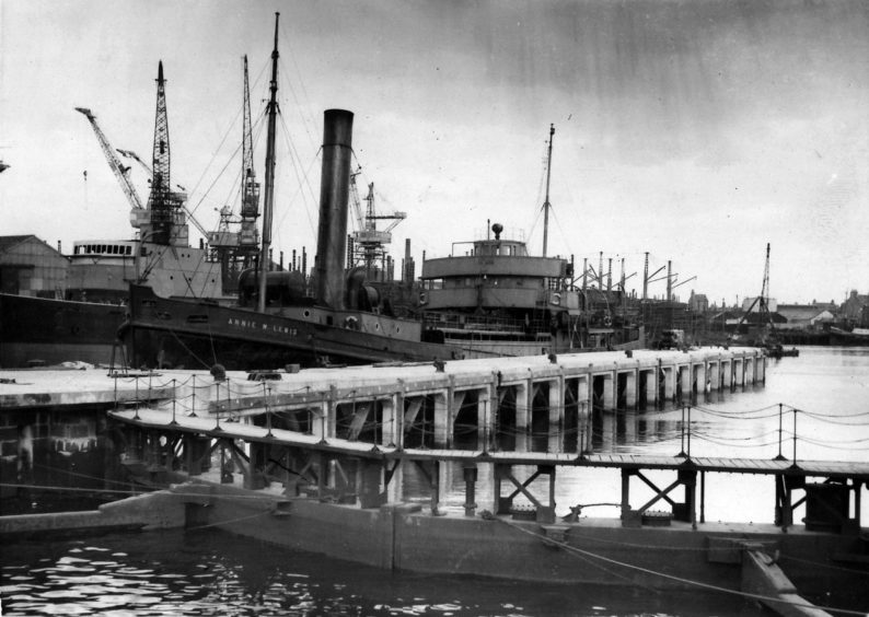 Annie W Lewis & Sir John H Irvin berthed at New Island Jetty for first time, 1954