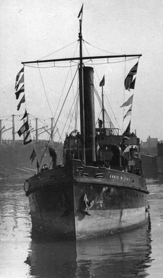 Annie W. Lewis, Dredger Suction Hopper to Aberdeen Harbour from 1927-1969