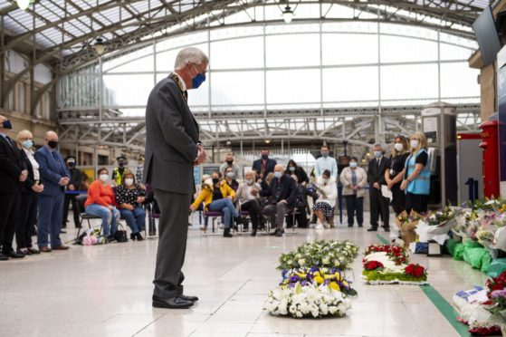 The Lord Provost of Aberdeenshire Bill Howatson lays a wreath at Aberdeen Train Station Photo: PA Wire