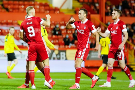 Aberdeen knocked another Faroese team, Runavik, out of Europa League qualifying.