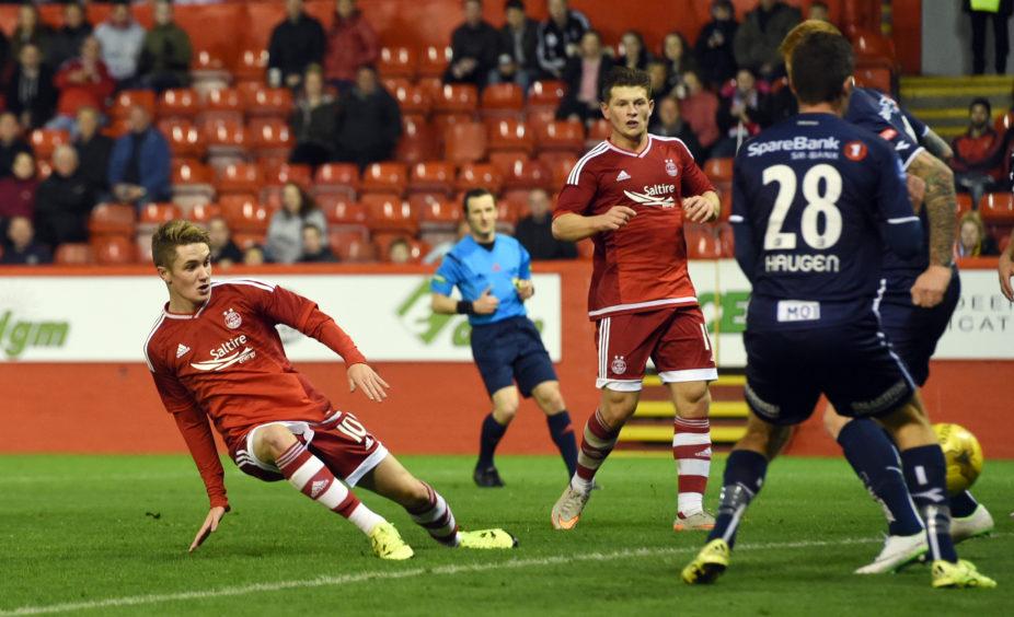 Scott Wright turns in the equaliser for Aberdeen