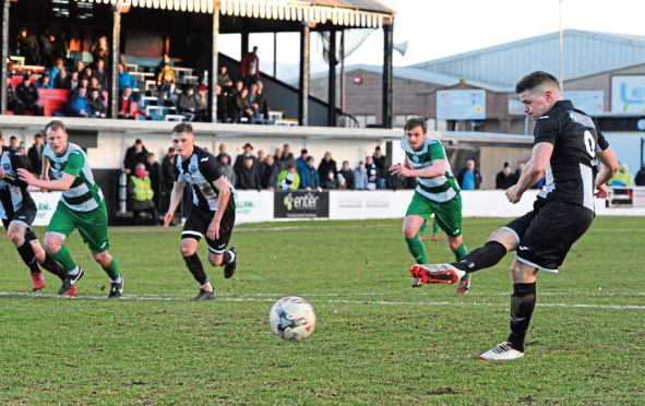 Gary Harris in action for the Broch. Picture by Kenny Elrick