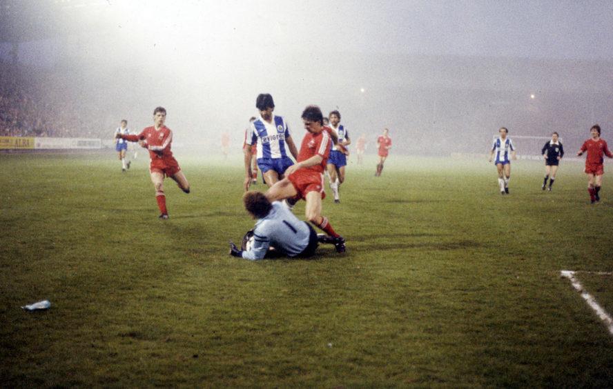 Porto goalkeeper Ze Beto gets to the ball before John Hewitt.