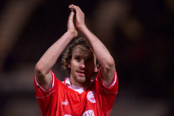 Arild Stavrum in action for Aberdeen, salutes the fans