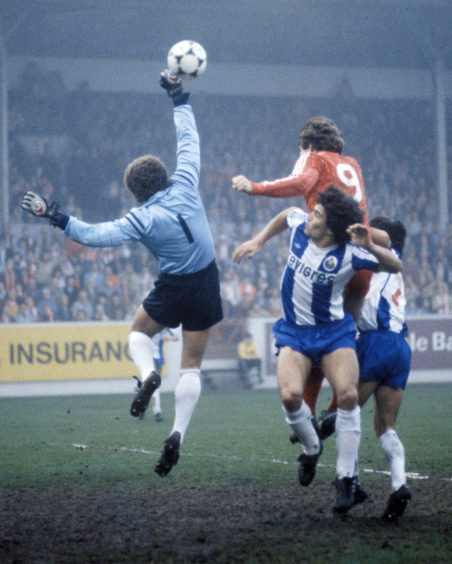 Ze Beto punches clear as Mark McGhee outjumps the defence.