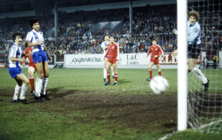 Porto goalkeeper Ze Beto watches a shot from Gordon Strachan (not pictured) shot flash just wide of the post.