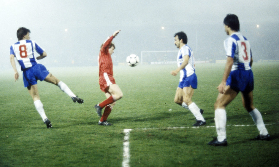 Porto's Sousa (left) looks on as Gordon Strachan challenges for the ball with Costa.