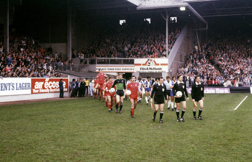 Willie Miller leads Aberdeen out for their second leg clash with Porto at Pittodrie.