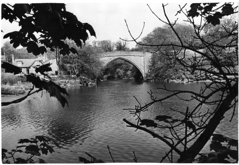1980: Brig O Balgownie from river mouth.