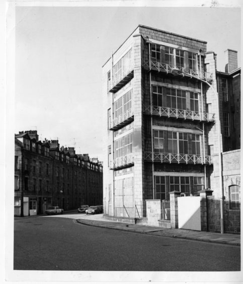 1981: Aberdeen Spa Street at the rear of Aberdeen Royal Infirmary - the site of the spa Well's original location lies between the double gate and the Infirmary buildings - a small stone wall still stands.