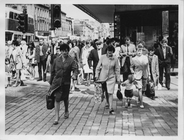 Stampede of serious shoppers at the junction of Union Street and Bridge Street - 1970