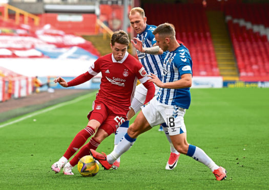 ABERDEEN, SCOTLAND - SEPTEMBER 12: Aberdeen's Scott Wright (L) is challenged by Callum Waters during the Scottish Premiership match between Aberdeen and Kilmarnock at Pittodrie on September 12, 2020, in Aberdeen, Scotland. (Photo by Ross MacDonald / SNS Group)