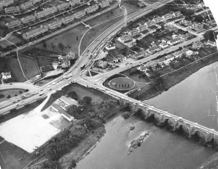 1977: Traffic builds up at the lights on the main road south at the Bridge of Dee.'