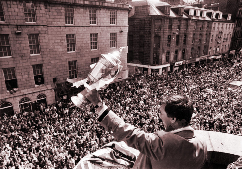 Sir Alex Ferguson with the Scottish Cup in 1986.
