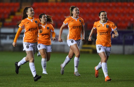 Glasgow City triumphed over Peamount United on penalties.