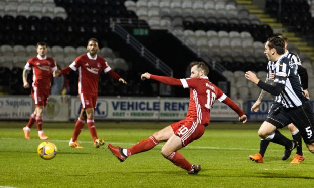Niall McGinn levels for Aberdeen to make it 1-1 against St Mirren.