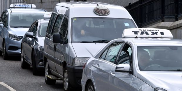 Taxi drivers will receive a top-up grant