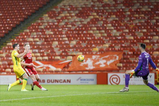 Sam Cosgrove scores his comeback goal against Hibs