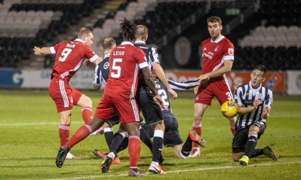 Curtis Main has an effort on goal for Aberdeen against St Mirren.