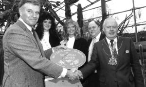Charlton Heston congratulates Aberdeen Lord Provost Henry Rae