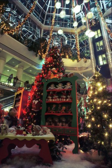 1995: Bon Accord Centre. Christmas