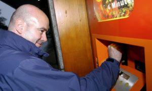 Scott Begbie at the pizza vending machine in 2004.