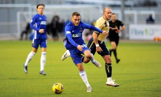 Seb Ross in action for Cove Rangers against Forfar Athletic.