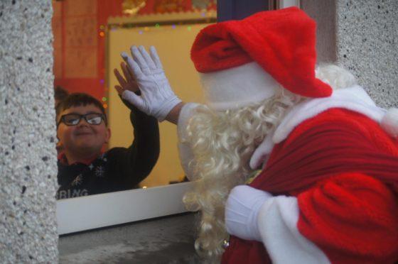 Santa Claus paid a visit to pupils at Glashieburn and Forehill schools ahead of Christmas.