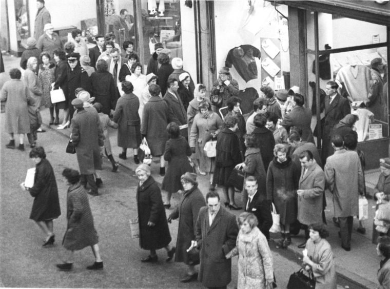 1962: Christmas shopping spree in Aberdeen.
