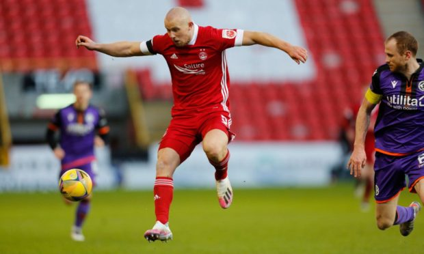 Aberdeen forward Curtis Main (9) takes a touch during the Scottish Premiership match between Aberdeen and Dundee United at Pittodrie Stadium on Saturday.