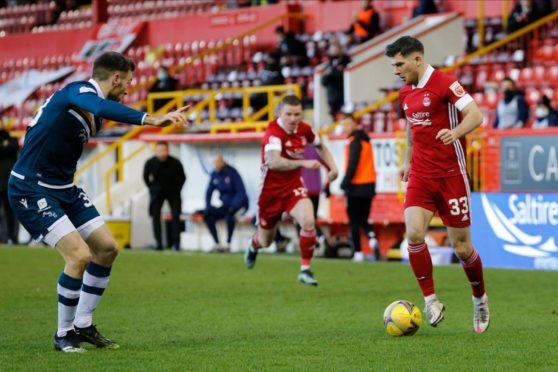 Aberdeen midfielder Matty Kennedy, right.