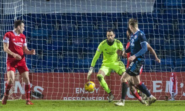 Oli Shaw beats Aberdeen's Joe Lewis to make it 3-1.