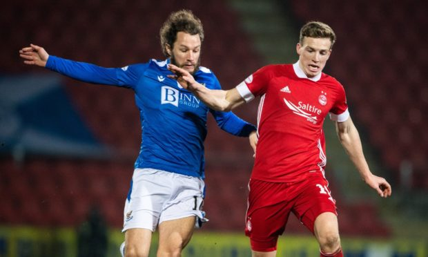 St Johnstone's Stevie May (L) chases down Lewis Ferguson of Aberdeen