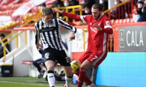 St Mirren's Marcus Fraser (L) in action with Fraser Hornby of Aberdeen