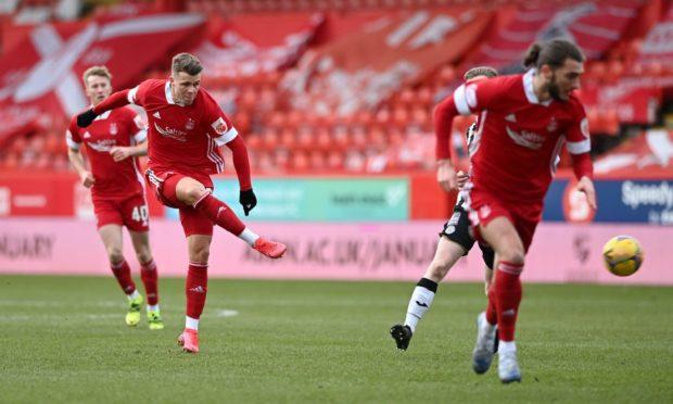 Aberdeen's Florian Kamberi shooting at goal against St Mirren. Picture by Darrell Benns
