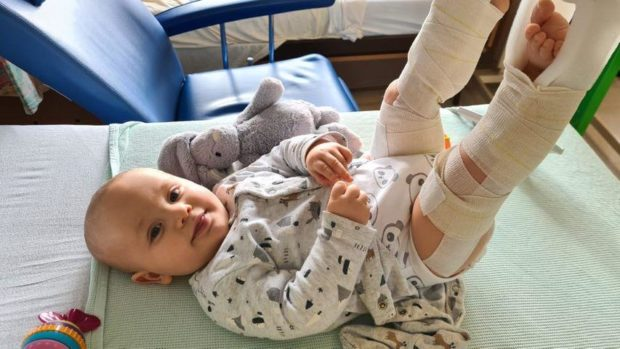 A Huntly mum has thanked the ambulance heroes who helped treat little Leo for a broken leg