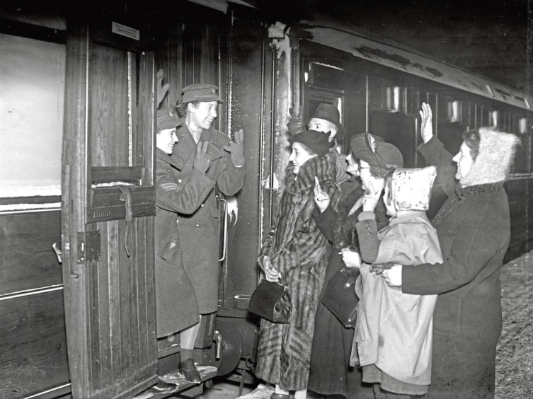 1942: Sgt Hardie and Sgt Styles leaving Aberdeen for overseas. First of the women service to go overseas from Aberdeen and the North East. Picture taken 26 January 1942.
