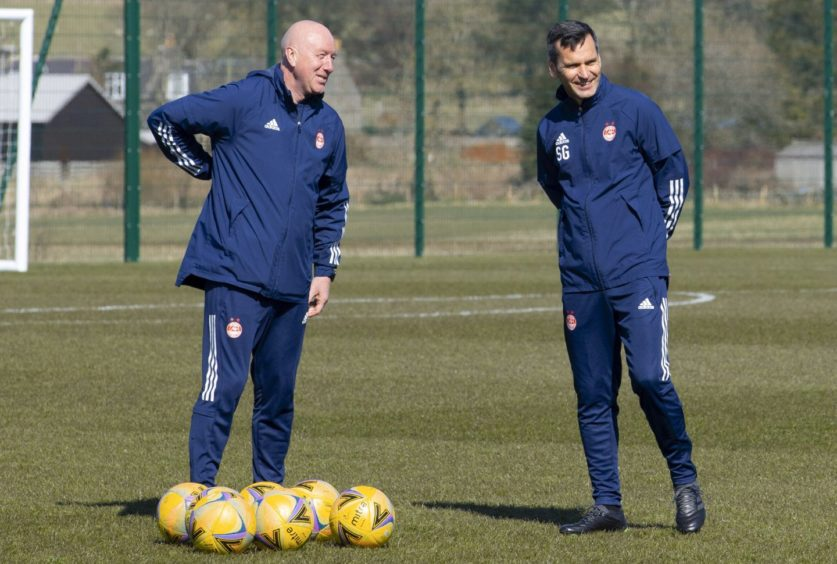 Stephen Glass (R) and Gothenburg Great Neil Simpson.