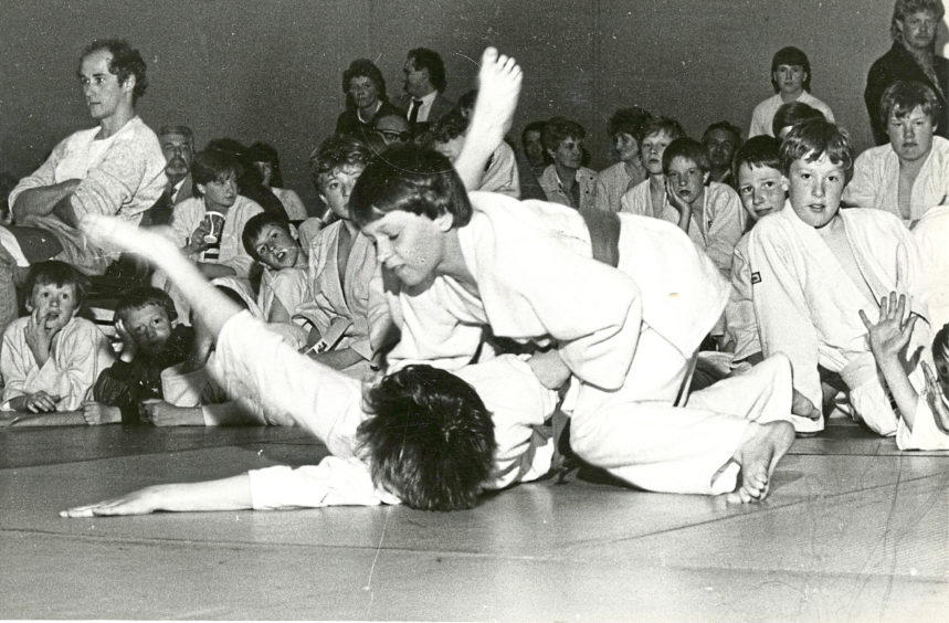 1985 - Peter Davidson, of Aberdeen Judo Club, pins James Fraser, of the Beehive Club, to the floor