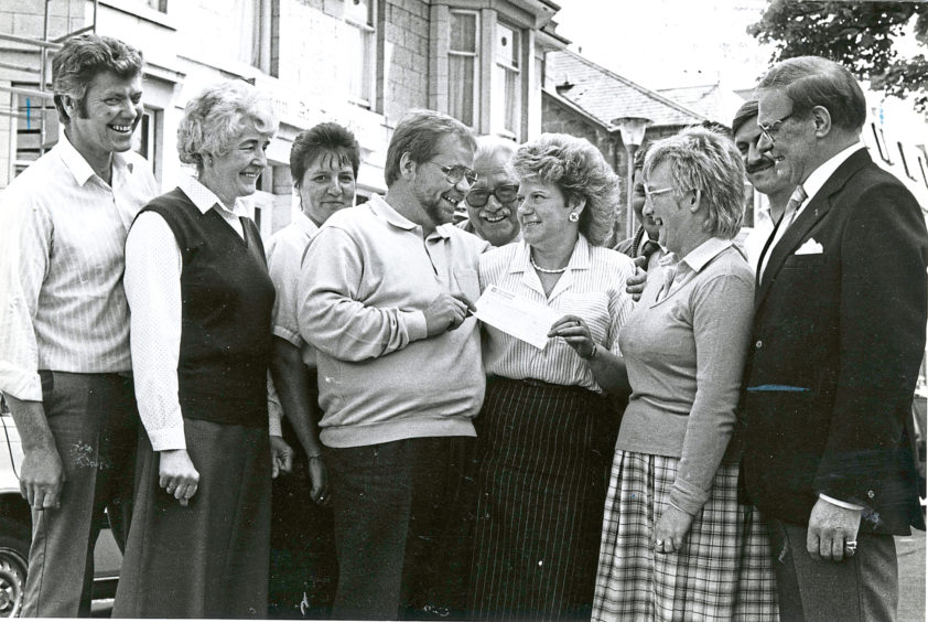 1988 - Inn at the Park manageress Gloria Smith presents Dennis Nicol with a cheque for £440 to be used to help elderly Ferryhill people