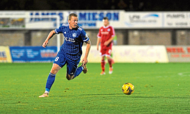 Peterhead captain Scott Brown is staying with the club