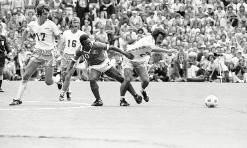 Pele and Jocky Scott go head to head in a tussle during Soccer Bowl 77.