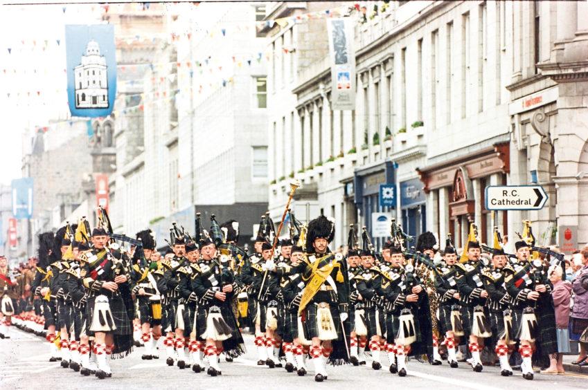 1994: Gordon Highlanders: at home