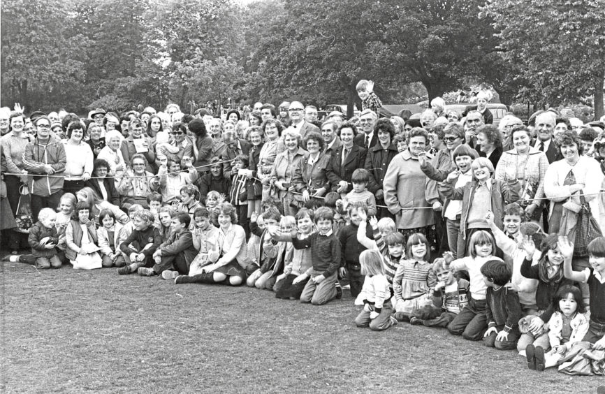 1982: Some of the large crowd who gathered at Duthie Park.